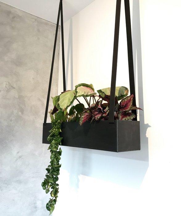 Planter (steel) - on leather straps   Plantenbak (blauwstaal) - aan leren banden