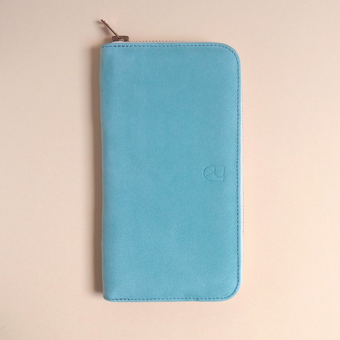 spacious leather wallet mint