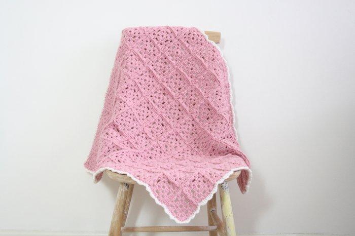Roze gehaakte babydeken