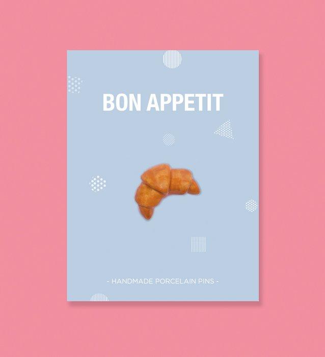 Croissant pin