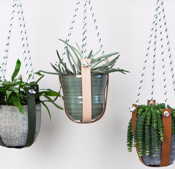 Leather planthanger - combined with black/white rope | Leren plantenhanger - i.c.m. zwart/wit touw